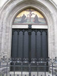 Drzwi kościoła zamkowego w Wittenberdze, gdzie, jak się przyjmuje, Marcin Luter przybił swoje 95 tez